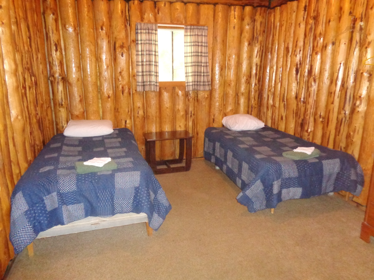 Loch island lodge camp lochalsh cabin 7 bedroom 2 for Hunting cabin bedroom